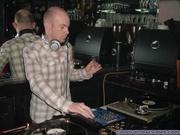 DJ in het café