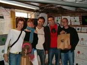 Groepsfoto: Estroe, vriendin van T!M, T!M, John en Chris