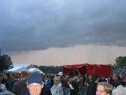 Donkere wolken boven het Awake terrein